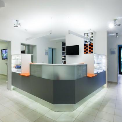 Tierarztpraxis – Theke und Wartezimmer